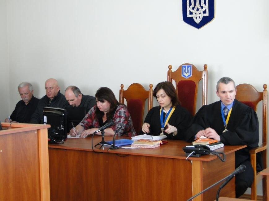 У Хмельницькому судять в'язнів-втікачів: Гадзіна просив пробачення у конвоїра (Фото) (фото) - фото 1