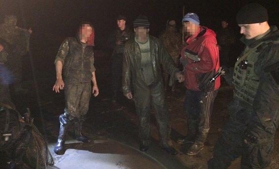 На Житомирщине правоохранители задержали ночных старателей-нелегалов (фото) - фото 1