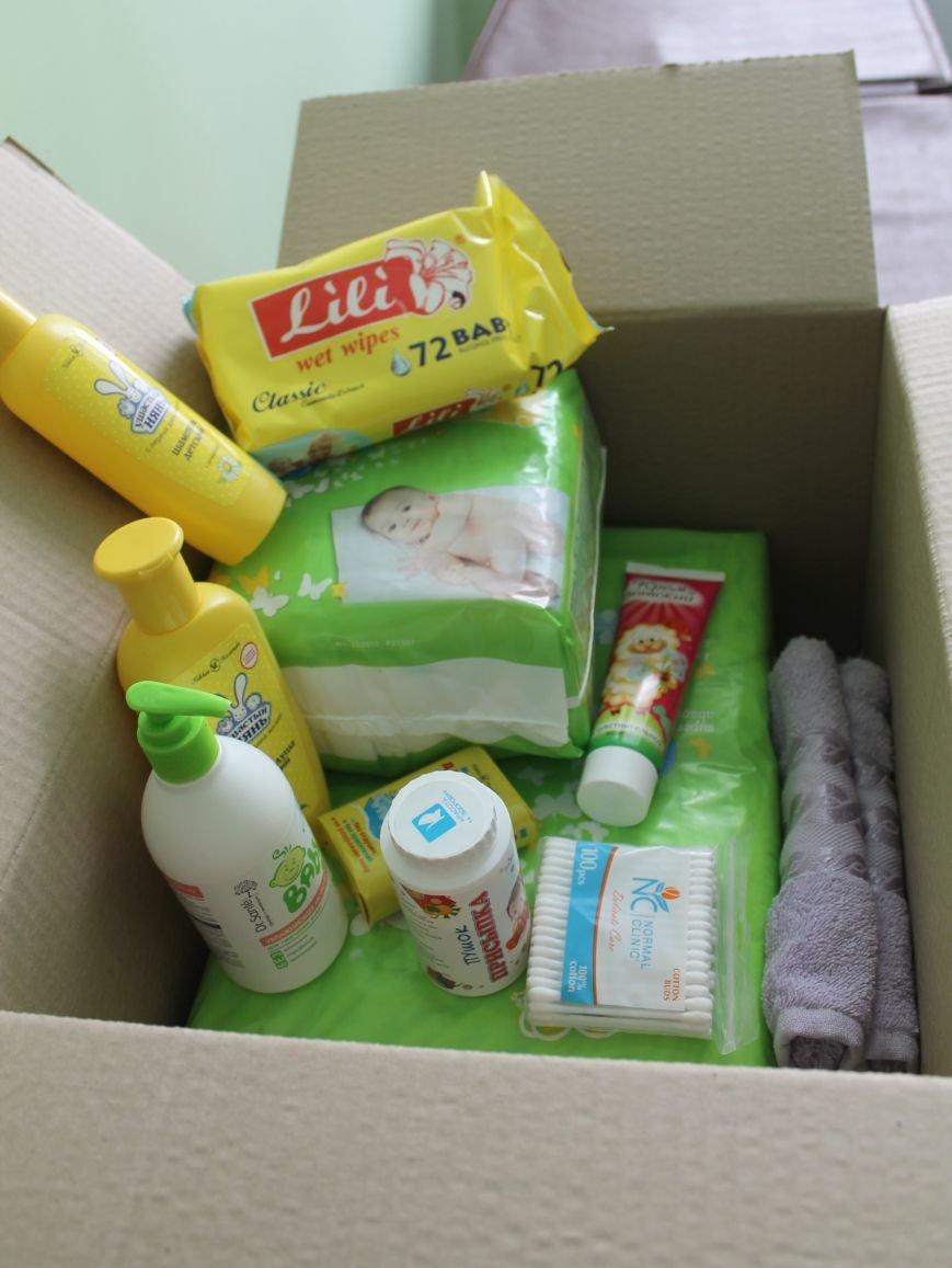 В Бахмуте будущие и новоиспеченные мамочки получили гуманитарную помощь, фото-2