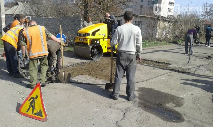 В Авдеевке ремонтируют дороги (ФОТО) (фото) - фото 1