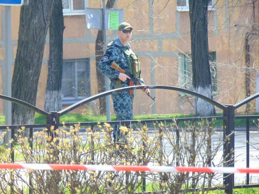В мариупольской школе обезвреживали взрывоопасный предмет (ФОТО+ВИДЕО) (фото) - фото 3