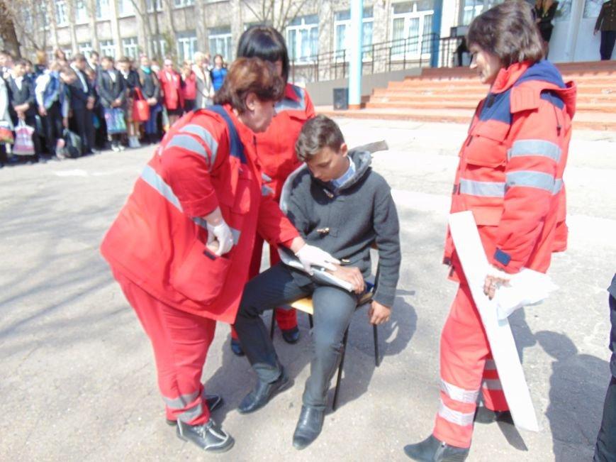 В мариупольской школе обезвреживали взрывоопасный предмет (ФОТО+ВИДЕО) (фото) - фото 6