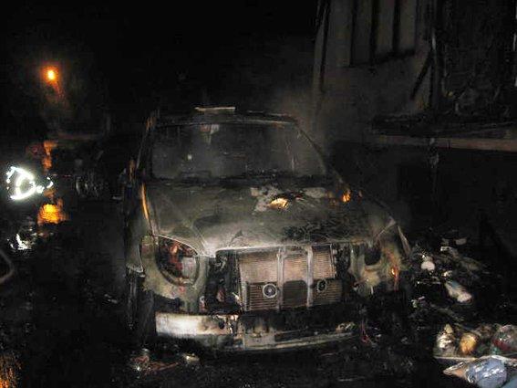 У Рівному підпали дві іномарки [ФОТО] (фото) - фото 1