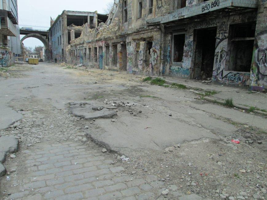 986363da28f933f3eb5ddcbe7d6e91d8 В центре Одессы мусорная свалка шокирует туристов