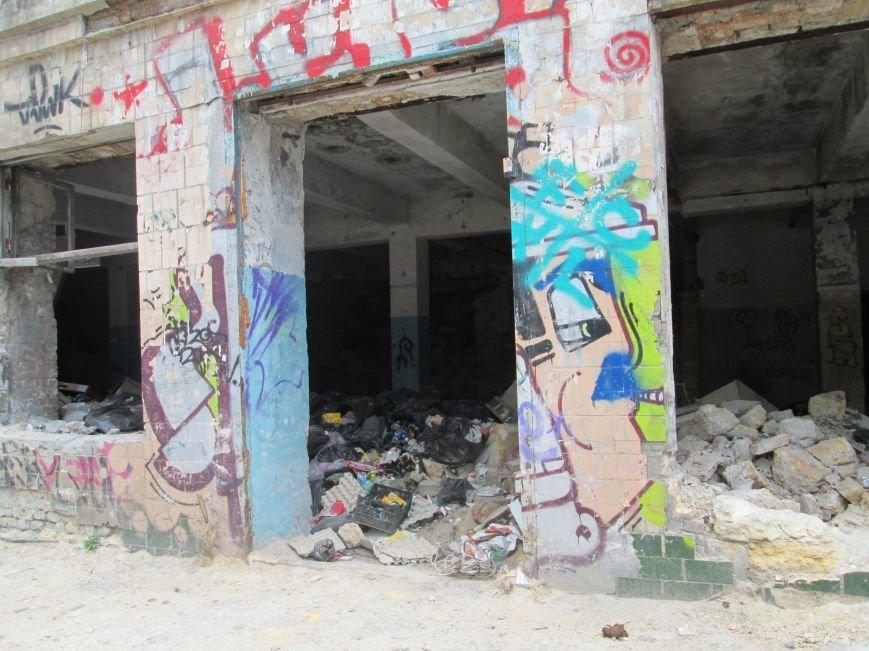b588f53098487012dd456eb950246f88 В центре Одессы мусорная свалка шокирует туристов