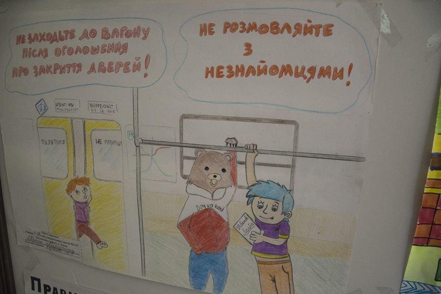 В метро показали, что случается с предметами, которые попали в эскалатор (фото) - фото 2