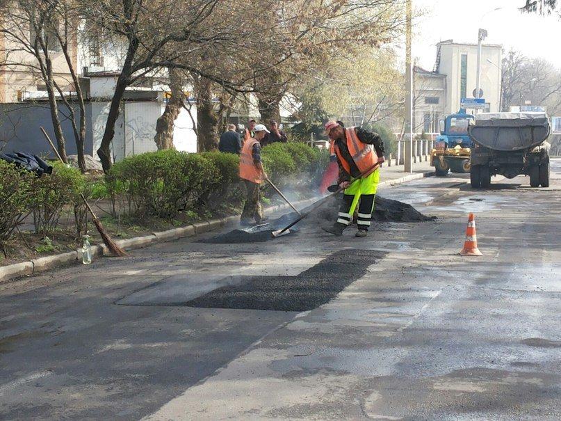 У Хмельницькому взялися ремонтувати дороги – за планом 84 вулиці (Фото), фото-1
