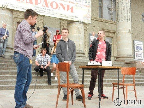 У Тернополі провели грандіозне театральне видовище - «Живі шахи» (фото) (фото) - фото 1