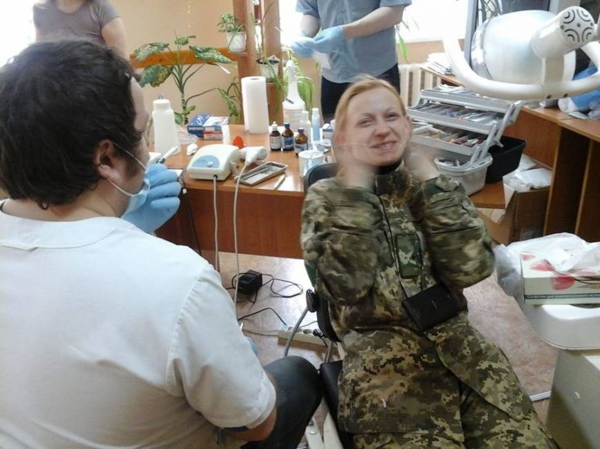 Голівудськи посмішки атошників з Новограду забезпечують рівенчани-стоматологи (фото) - фото 1