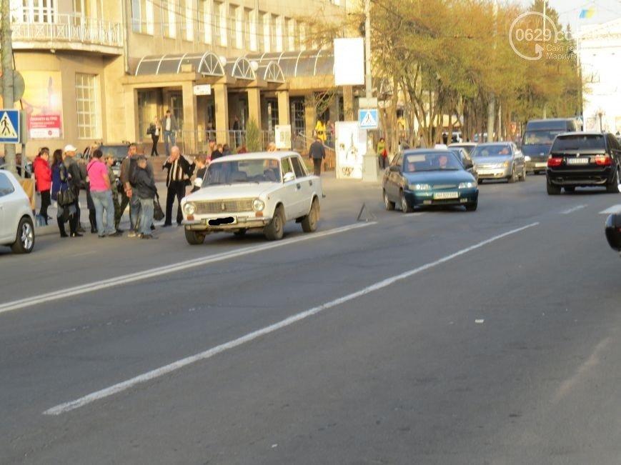 В центре Мариуполя на переходе автомобиль сбил девочку-подростка (ФОТО) (фото) - фото 1