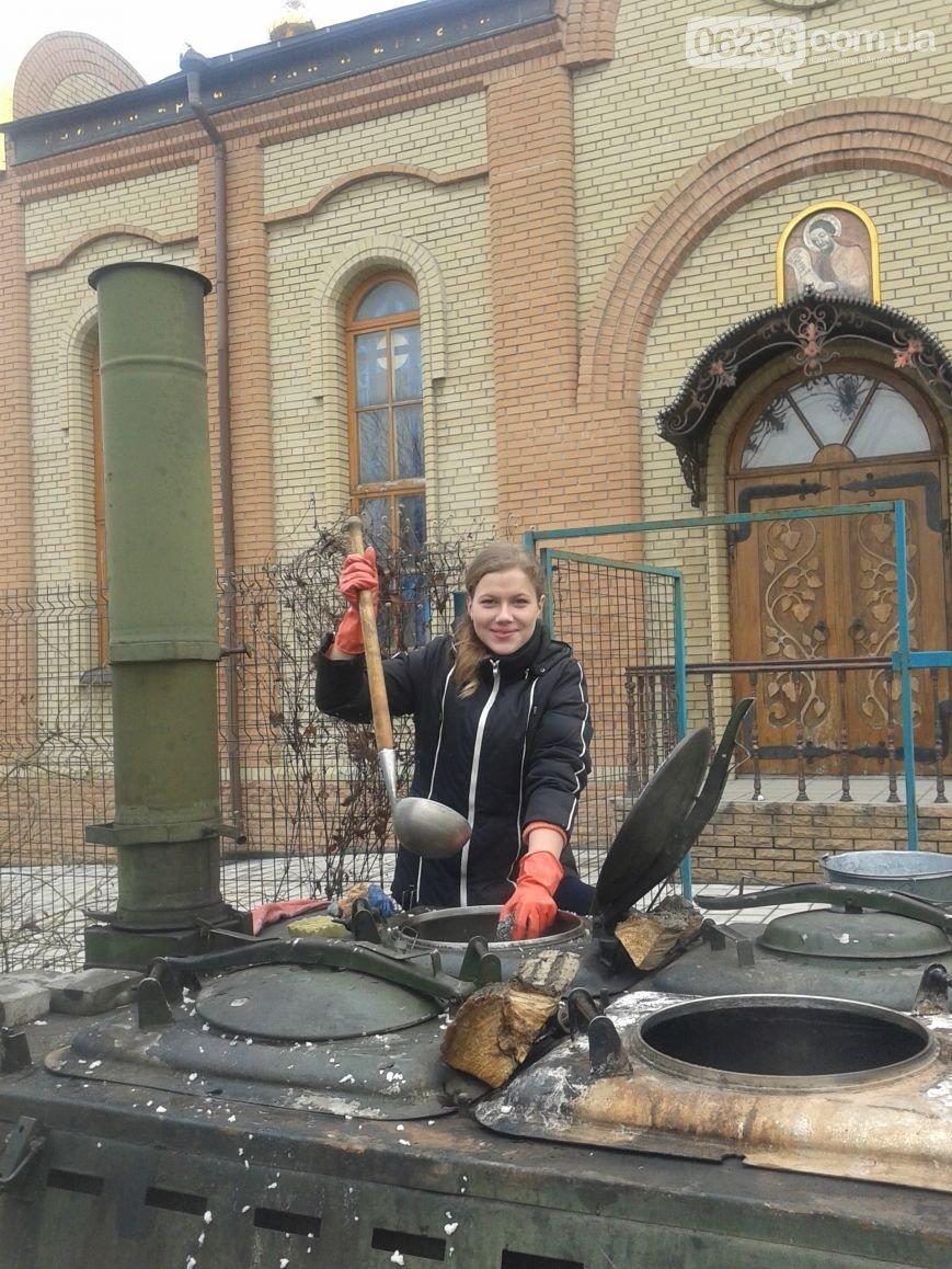 Полевая кухня авдеевских волонтёров накормит всех нуждающихся (ФОТО) (фото) - фото 1