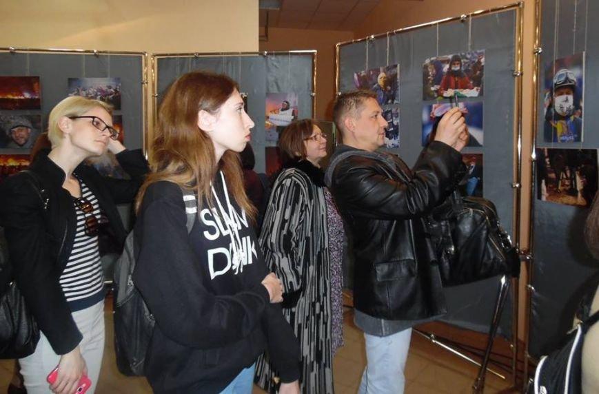 В Бердянском художественном музее открылась фотовыставка (фото) - фото 7