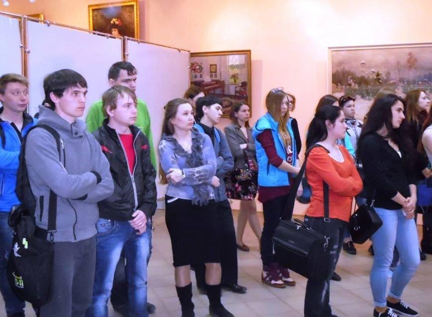 В Бердянском художественном музее открылась фотовыставка (фото) - фото 4