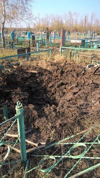 Покоя нет ни живым, ни мертвым. В Макеевке на кладбище попал снаряд (фото) - фото 1