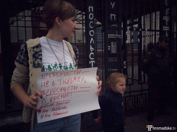 В Киеве возле посольства России прошла акция в поддержку украинских политзаключенных (ФОТО), фото-2
