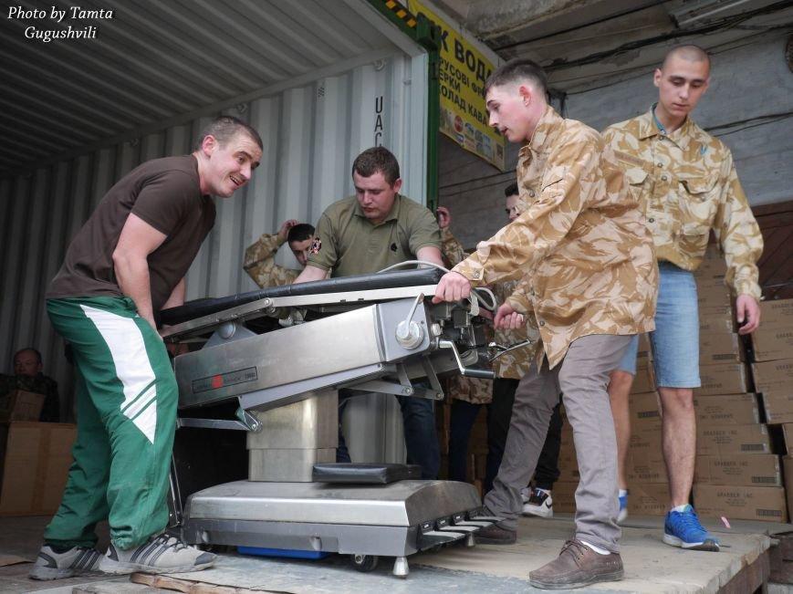 Понад 14 тонн гуманітарного вантажу надіслали зі США до Тернополя (Фото) (фото) - фото 5