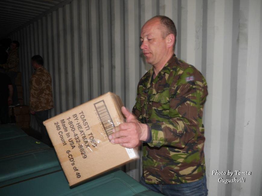 Понад 14 тонн гуманітарного вантажу надіслали зі США до Тернополя (Фото) (фото) - фото 4
