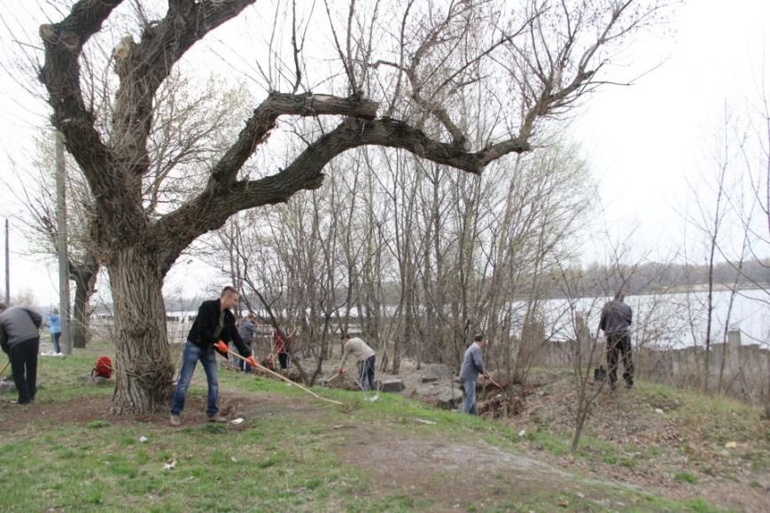 Как мэр Кременчуга со своими замами на набережной Днепра прибирались (фото и видео), фото-3