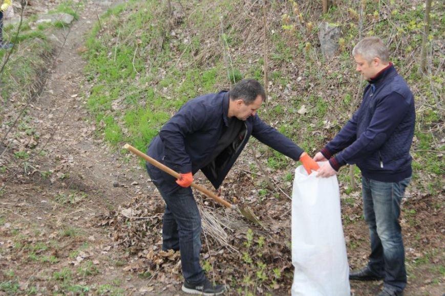 Как мэр Кременчуга со своими замами на набережной Днепра прибирались (фото и видео), фото-6