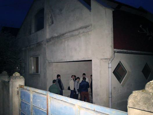 В Ужгороді чоловік у власному домі знайшов два трупи іноземців (фото) - фото 3