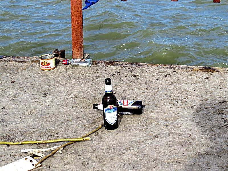 """Мариупольцы  в теплый выходной """"охотились"""" на бычка, играли на гитаре и... оставили кучи мусора (ФОТО), фото-22"""