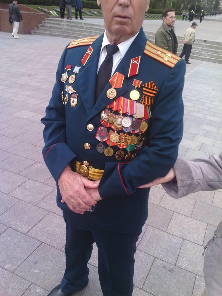 """d6b52a646ef787faff8803ecc722c8cf Соцсети позабавил """"ряженый"""" ветеран на одесской Аллее Славы"""