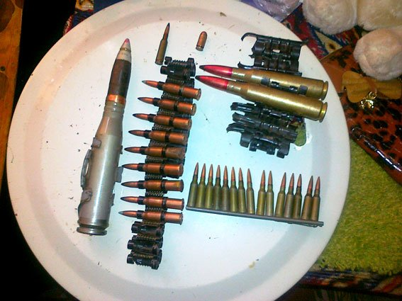 Із зони АТО житель Рівненщини, надіслав дружині новою поштою цілий арсенал зброї [ФОТО] (фото) - фото 4