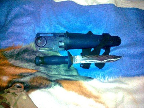 Із зони АТО житель Рівненщини, надіслав дружині новою поштою цілий арсенал зброї [ФОТО] (фото) - фото 1