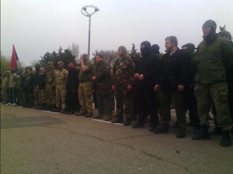 Патриоты в Одессе сожгли символы современного фашизма (ФОТО) (фото) - фото 1