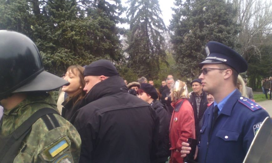 bb54e78cae30096c765bb520f955944e Патриоты в Одессе сожгли символы современного фашизма
