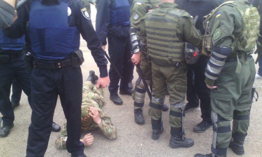 2aa5a4b1759ace69c79b2d576ce2612a На Куликовом поле активисты «Правого сектора» схлестнулись с полицией