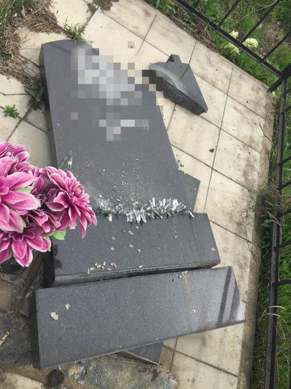 На одесском кладбище вандалы разрушили более 40 надгробий (ФОТО) (фото) - фото 3