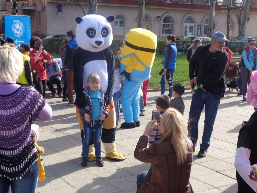 Центр Поддержки Семьи Красноармейска превратил площадь Шибанкова в гигантскую спортивную и игровую площадку (фото) - фото 18