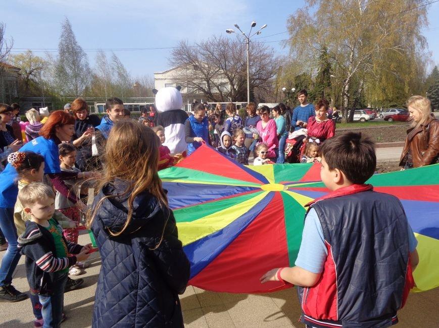 Центр Поддержки Семьи Красноармейска превратил площадь Шибанкова в гигантскую спортивную и игровую площадку (фото) - фото 20