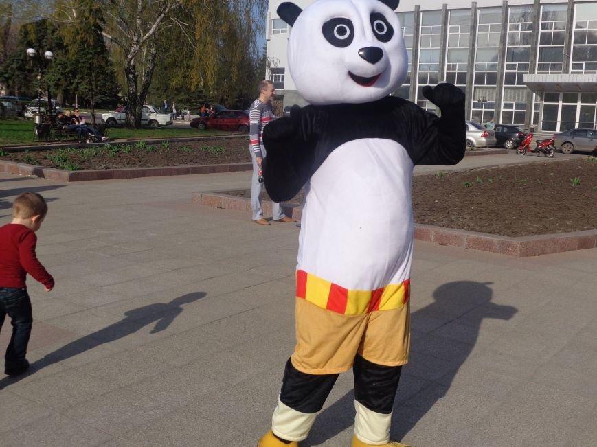 Центр Поддержки Семьи Красноармейска превратил площадь Шибанкова в гигантскую спортивную и игровую площадку (фото) - фото 23