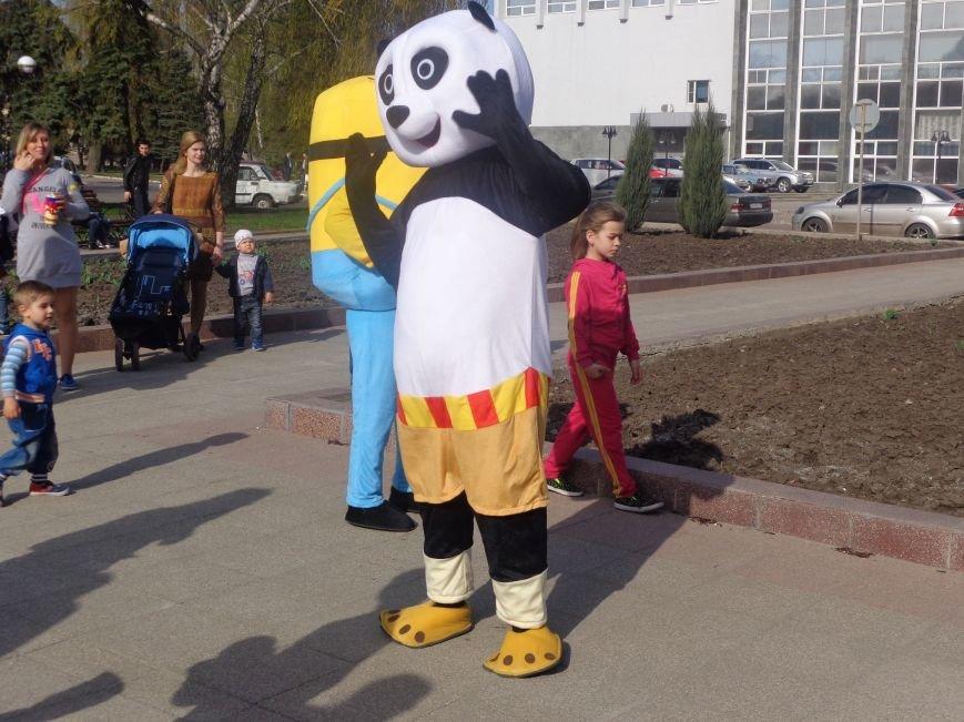 Центр Поддержки Семьи Красноармейска превратил площадь Шибанкова в гигантскую спортивную и игровую площадку (фото) - фото 21