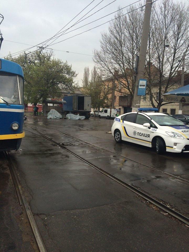 """361c997af664fd4141788810f147e703 Не виноватая я: Одессе полицейские об трамвай разбили """"Приус"""""""