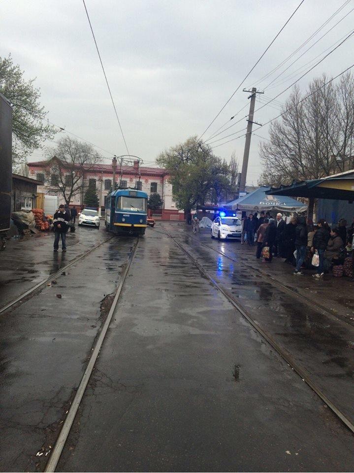 """66ec62a22ace21c139b589f5c2c0dc49 Не виноватая я: Одессе полицейские об трамвай разбили """"Приус"""""""