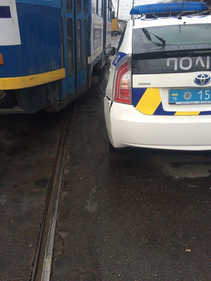"""af8440c389fd2a119324ed77921c3dcc Не виноватая я: Одессе полицейские об трамвай разбили """"Приус"""""""