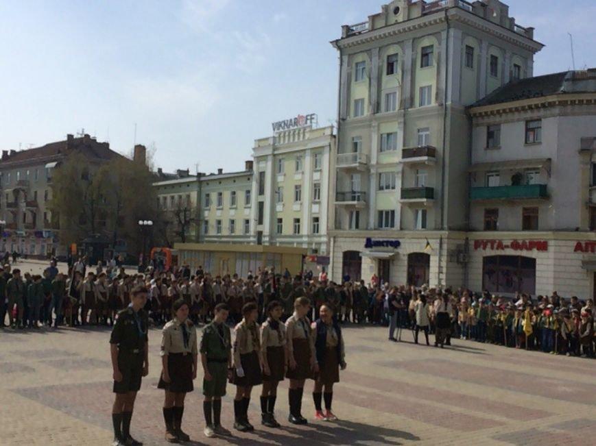 У Тернополі пластуни пройшлися урочистою ходою центральними вулицями міста (фото) (фото) - фото 1
