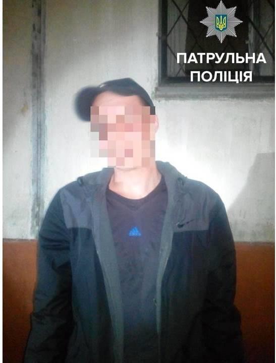 В Кременчуге патрульные задержали похитителя женских сумочек, фото-1