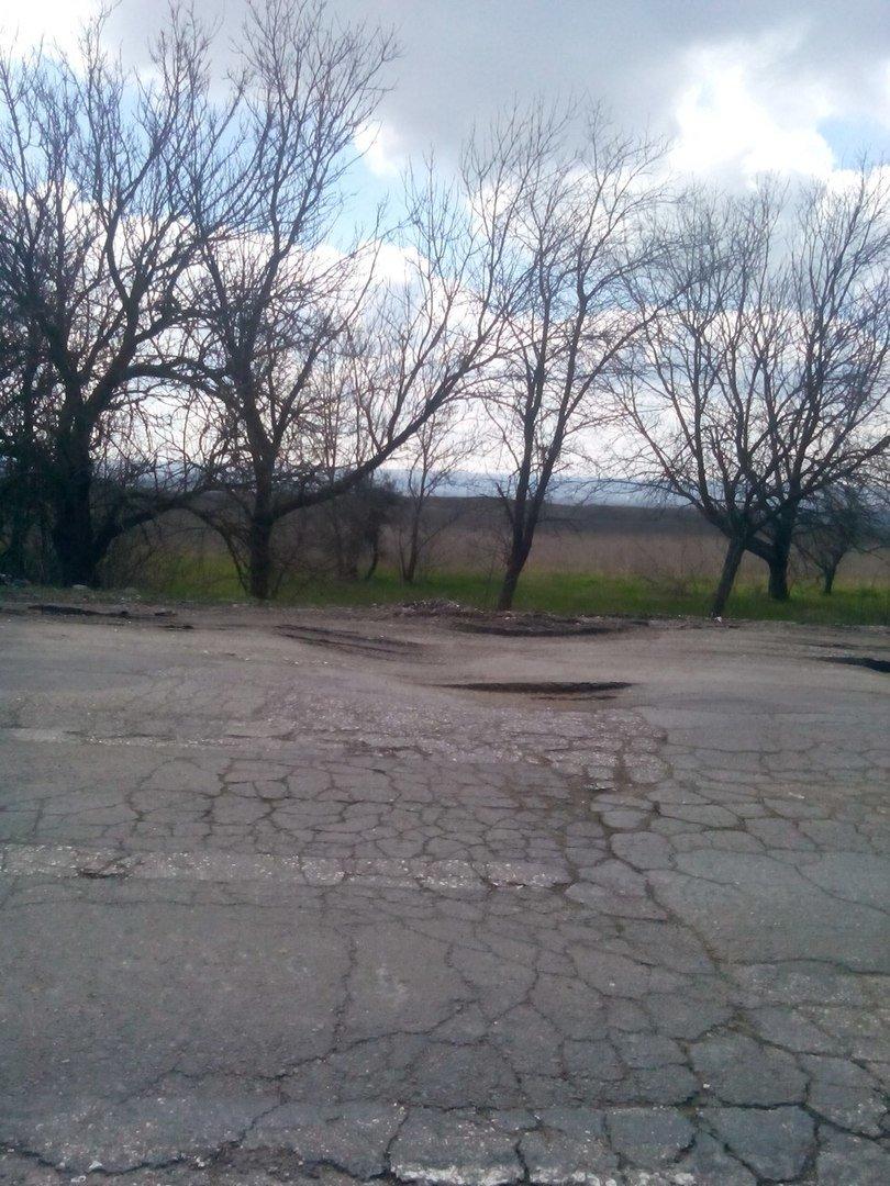 Асфальт на отремонтированных крымских дорогах проседает и трескается (ФОТО, ВИДЕО) (фото) - фото 2