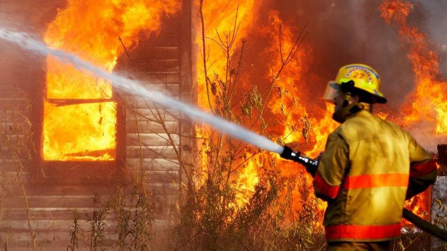 В Балаково ночью горел частный дом (фото) - фото 1