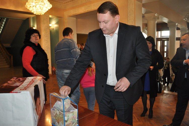 На лечение четырехлетнего краматорчанина во время концерта собрали 46 тысяч гривен, фото-3