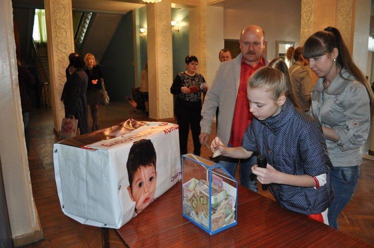 На лечение четырехлетнего краматорчанина во время концерта собрали 46 тысяч гривен, фото-4