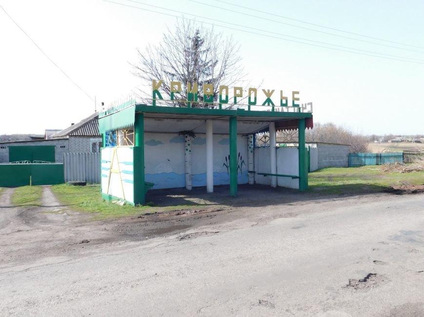 В селах Добропольского района местные жители реставрируют остановки (фото) - фото 1