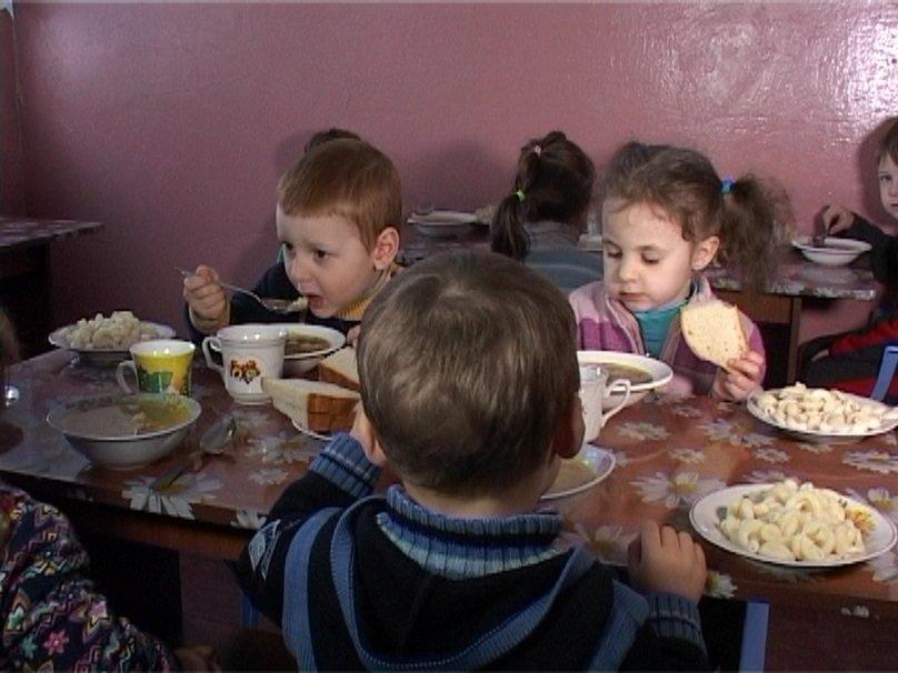 Виталий Саутёнков убедился в низком качестве питания в школах и дошкольных учреждениях (фото) - фото 1