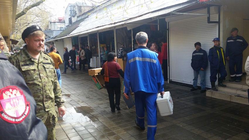 В Анапе на Центральном рынке сносят киоски (фото) - фото 6