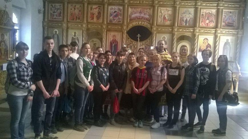 Старшеклассники школы № 31 города Новошахтинска помогли в уборке территории храма, фото-3