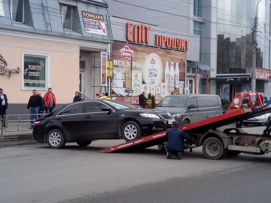 У Тернополі заблокували рух на вул. Живова через евакуацію автомобіля (Фото), фото-2